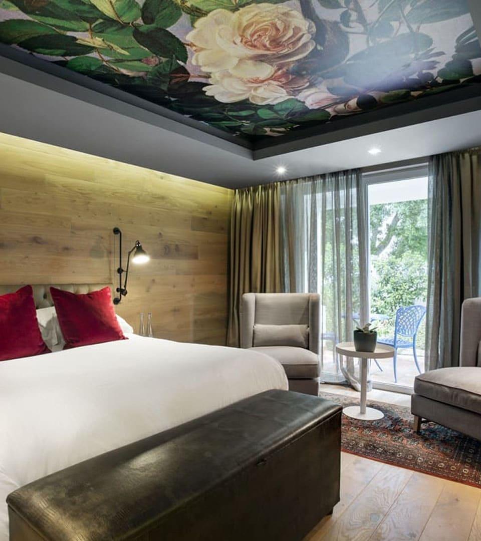 Натяжной потолок с фотопечатью в спальне 10 м2 1