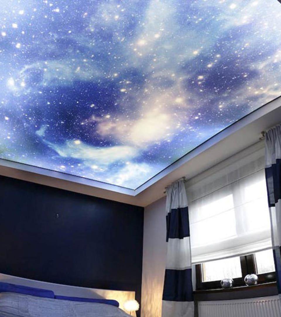 Натяжной потолок звездное небо в спальне 10 м2 1