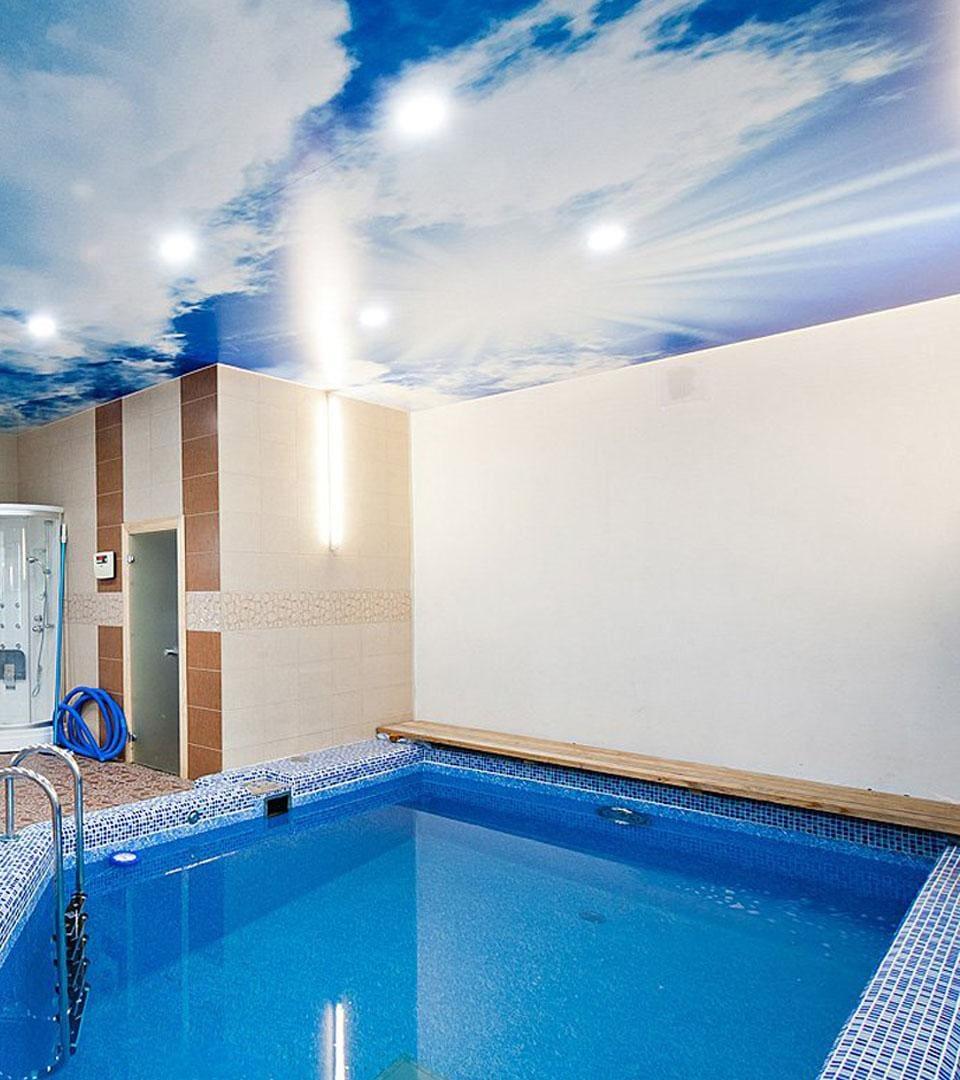 Натяжной потолок с фотопечатью в бассейне 30 м2 3