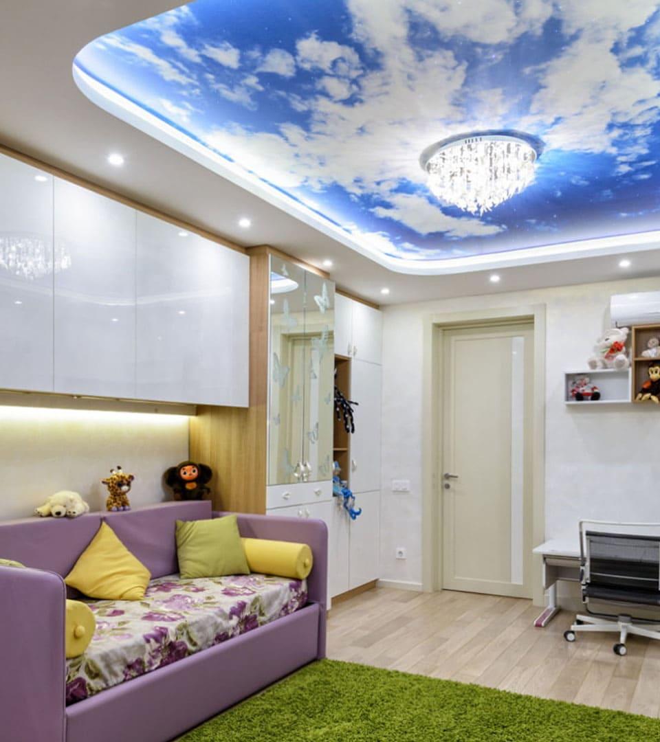 Натяжной потолок с фотопечатью в детской 19 м2 1