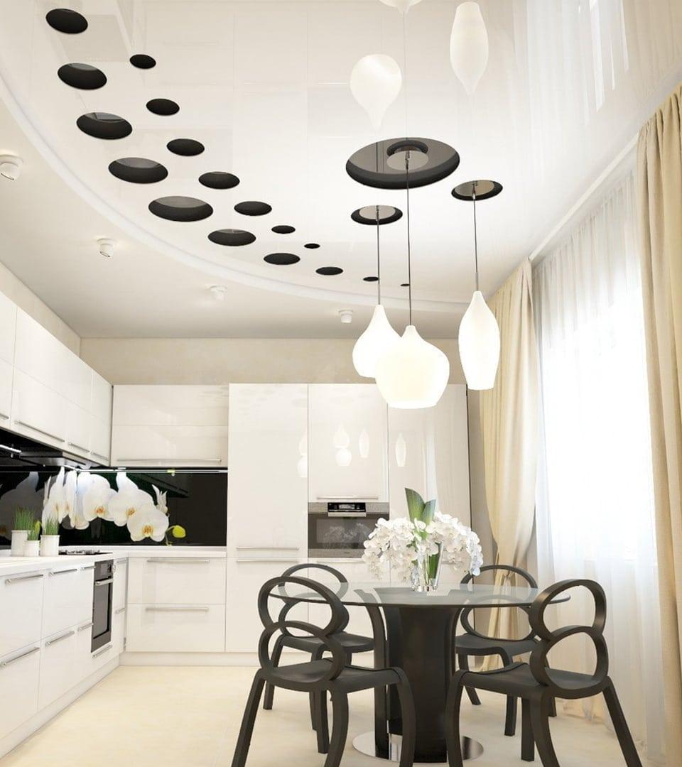 Резной натяжной потолок на кухне 14 м2 1