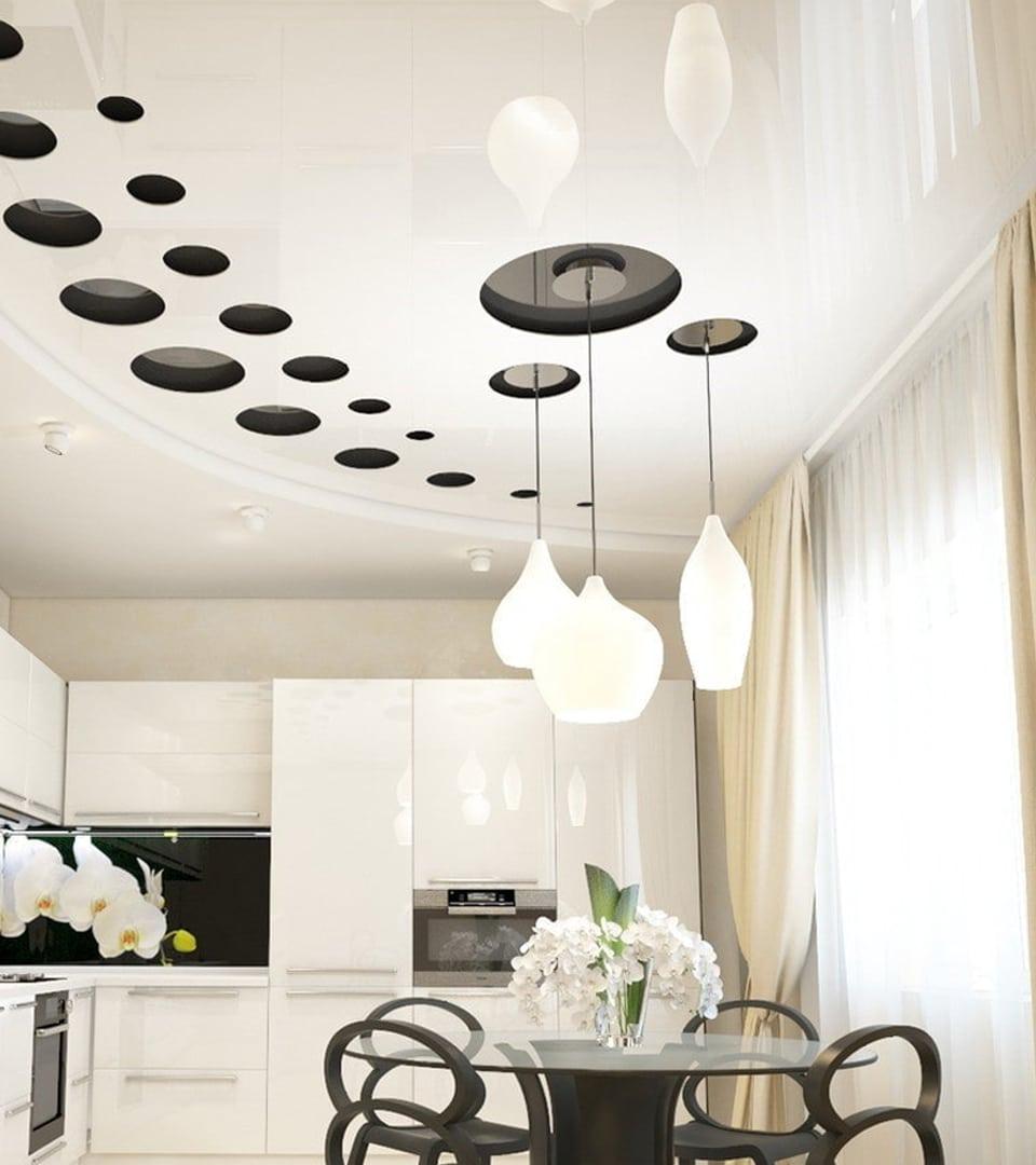 Резной натяжной потолок на кухне 14 м2 4