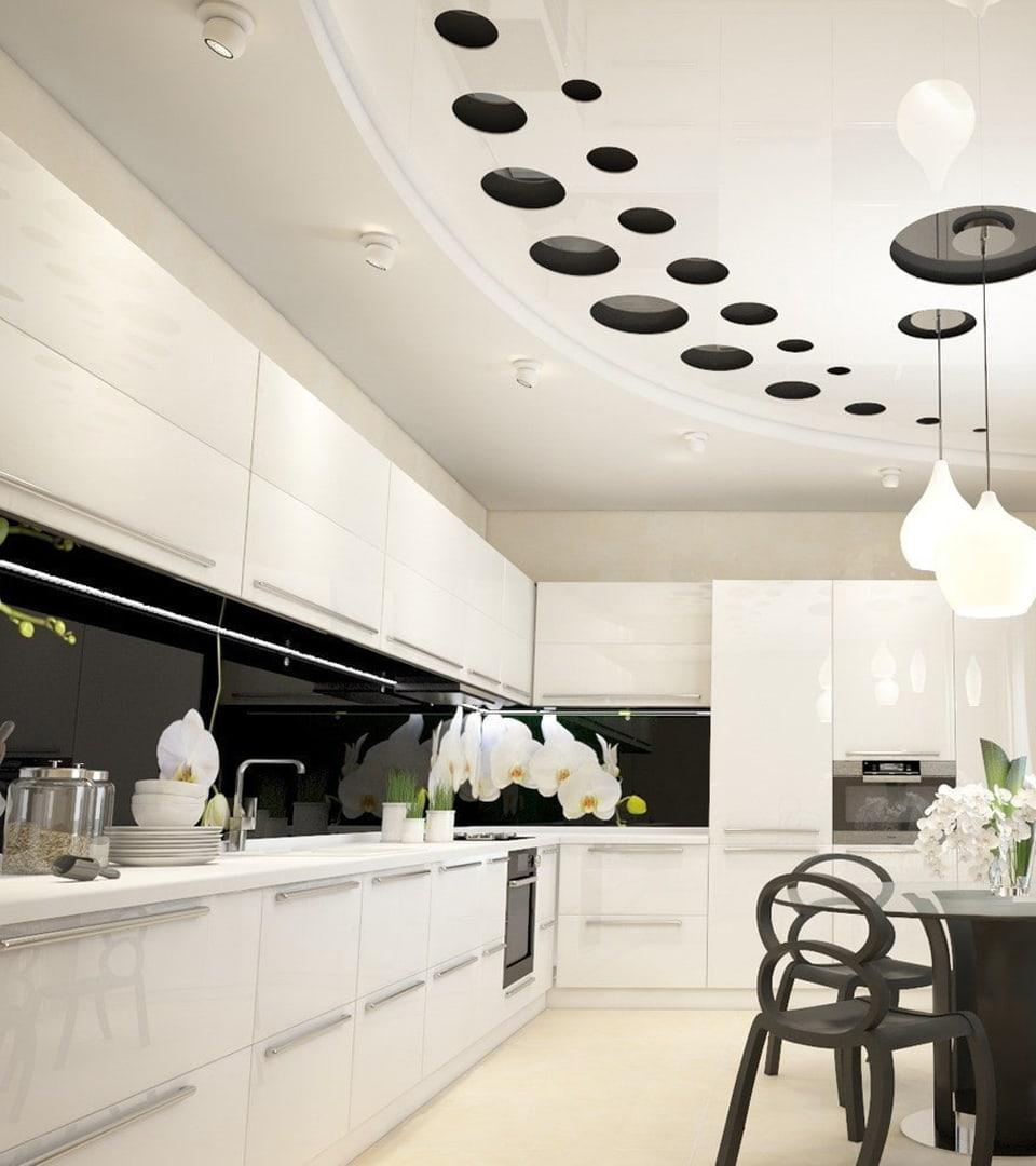 Резной натяжной потолок на кухне 14 м2 3
