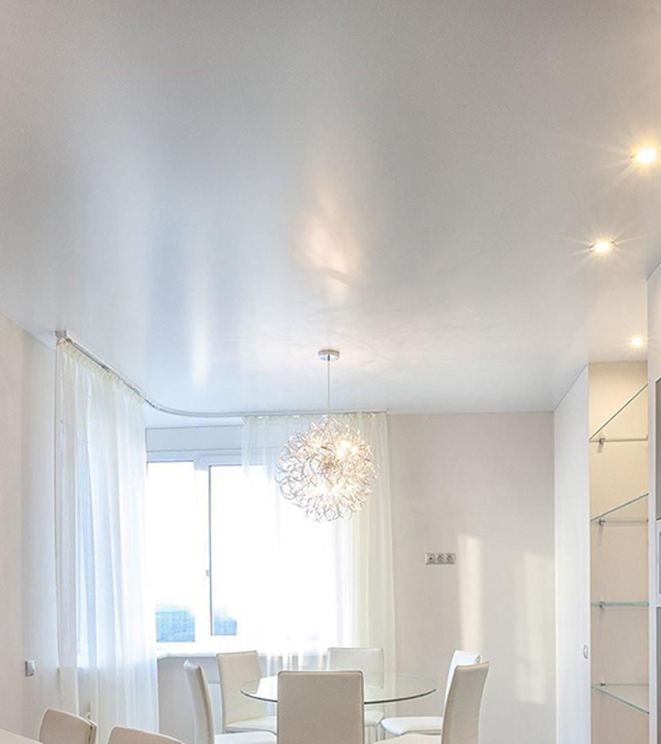 Сатиновый натяжной потолок на кухне 13 м2 2