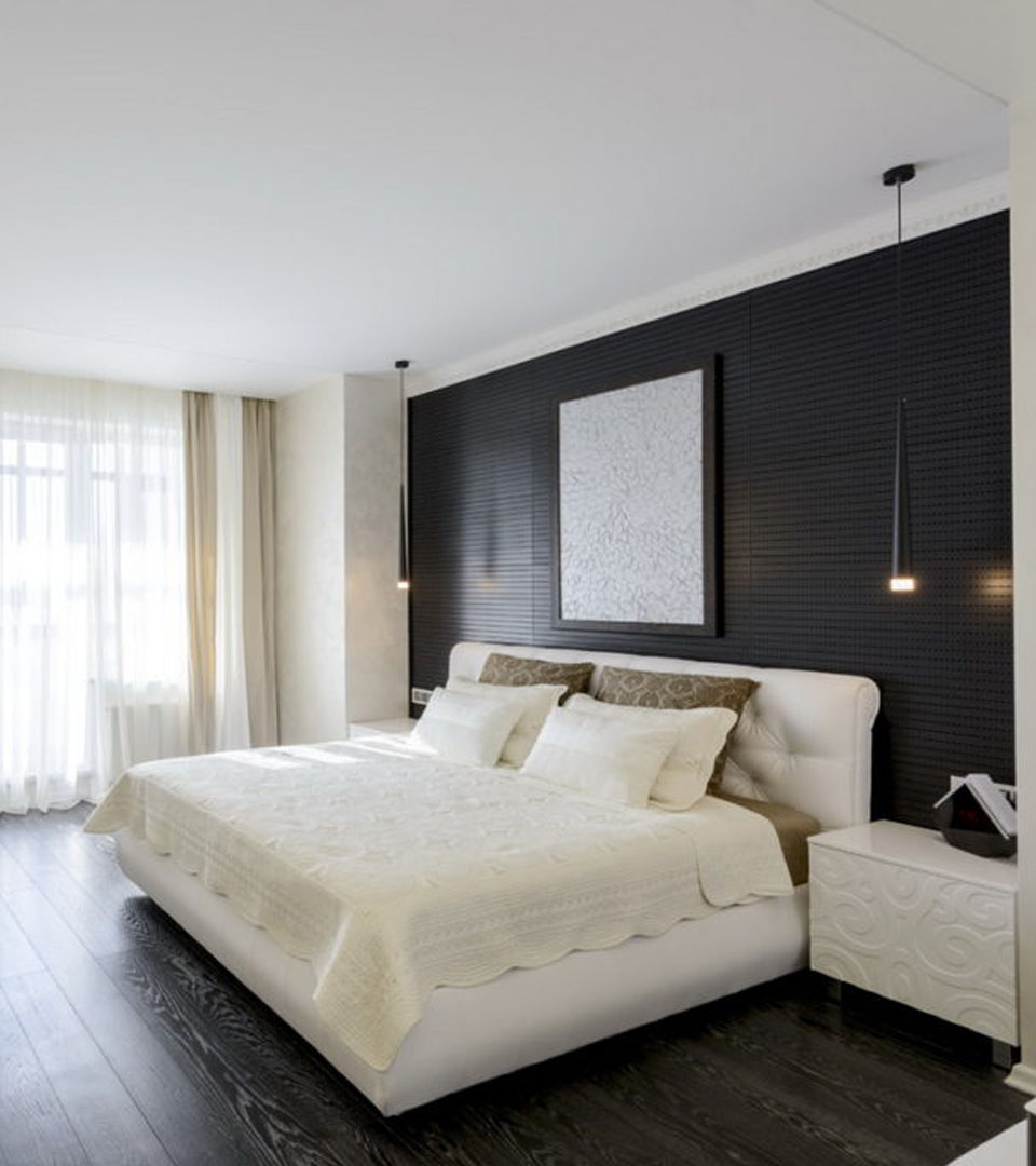Сатиновый натяжной потолок в спальне 12 м2 1