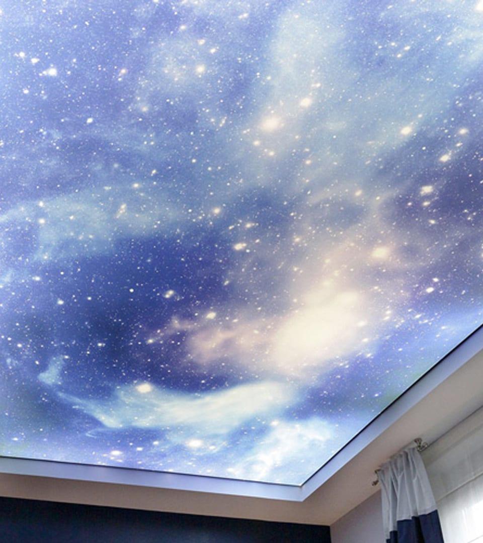 Натяжной потолок звездное небо в спальне 10 м2 3
