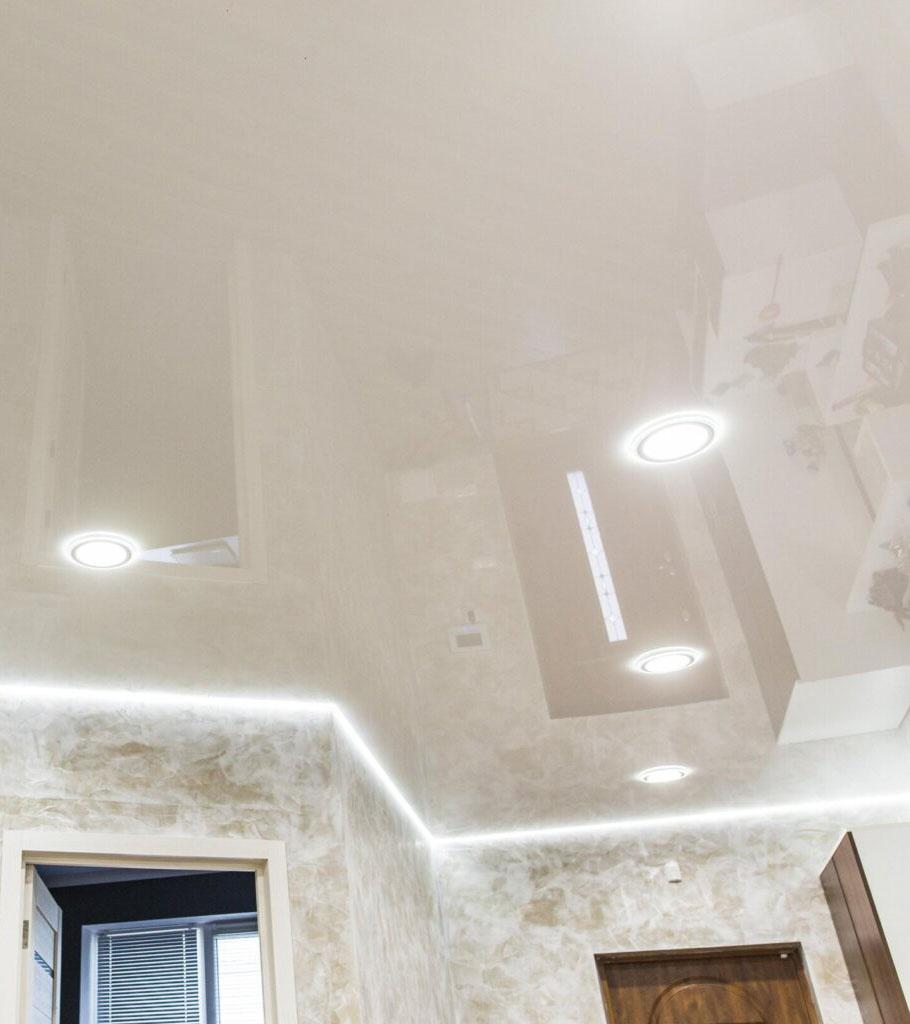 Парящий натяжной потолок в прихожей 12 м2 1